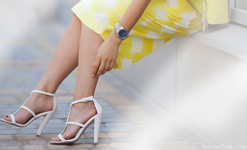 white heeled sandals by GalantGirl.com