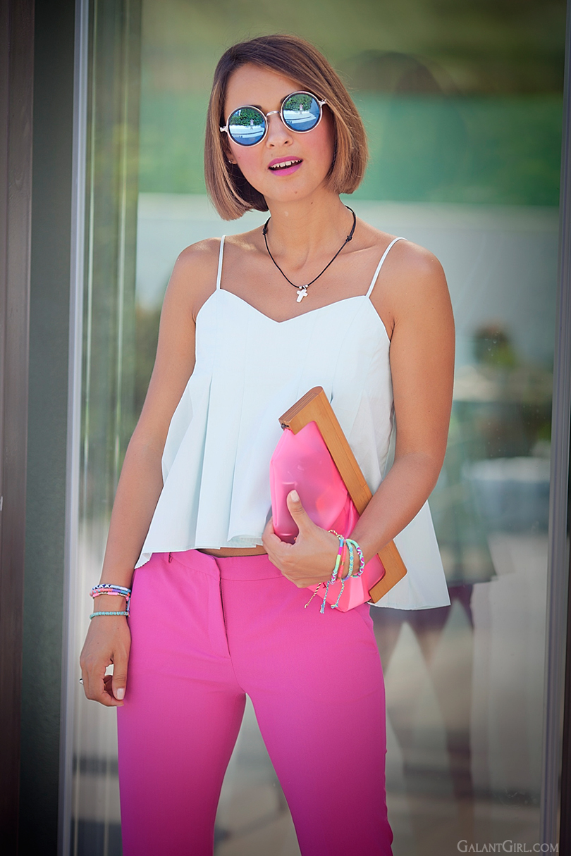 color block summer outfit with pink