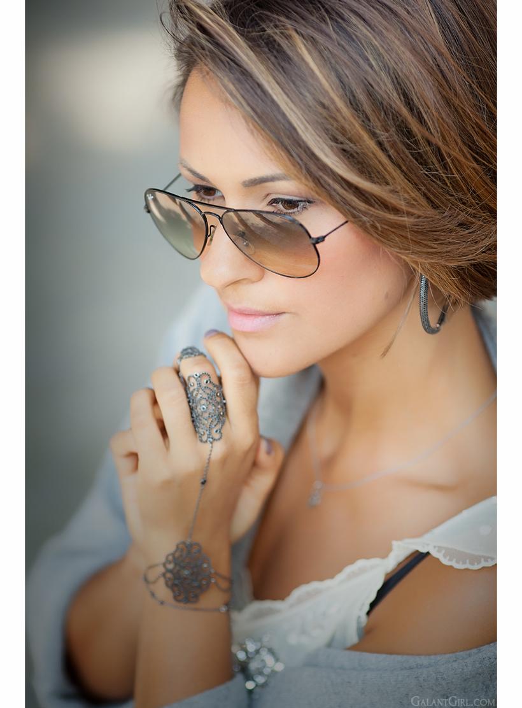 oriental bracelet with gold diamonds
