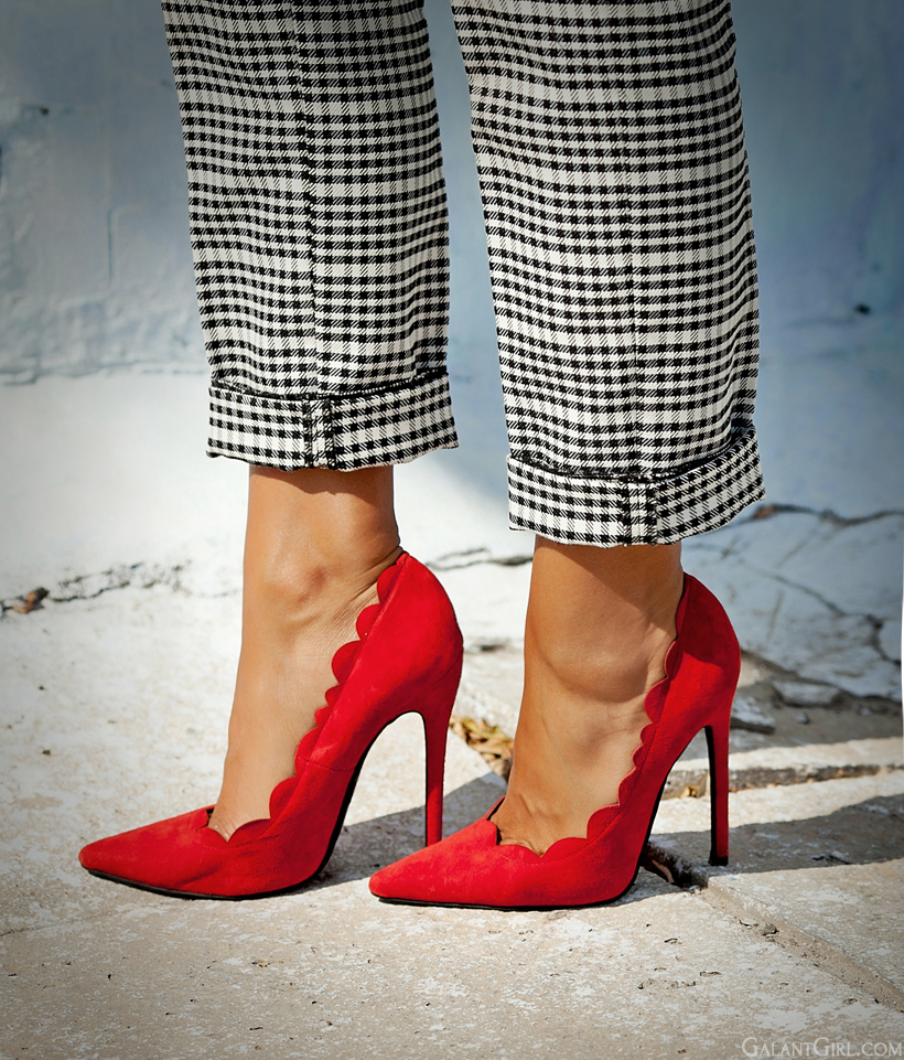 perfect red heels on GalantGirl.com