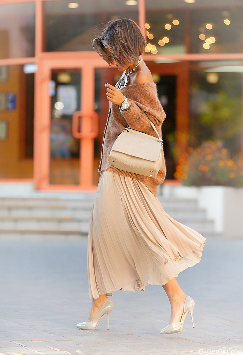 pleated skirt with cardigan Zara and Coccinelle tote bag on GalantGirl.com