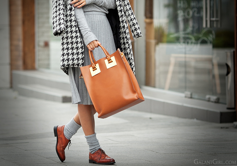 Sophie Hulme bag and total grey outfit on GalantGirl.com