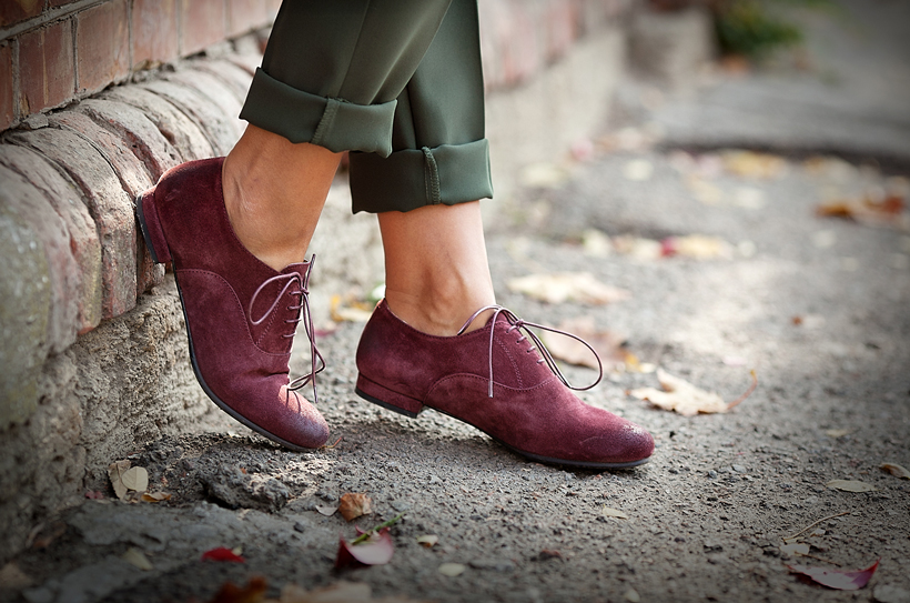 suede burgundy oxfords by ROSAMUNDA on GalantGirl.com