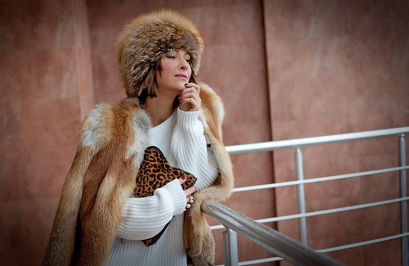 fox fur hat, fox fur jacket, galant girl,