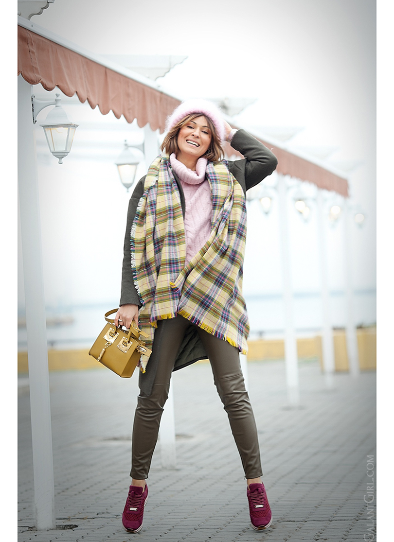 warm winter outfit with Sophie Hulme bag
