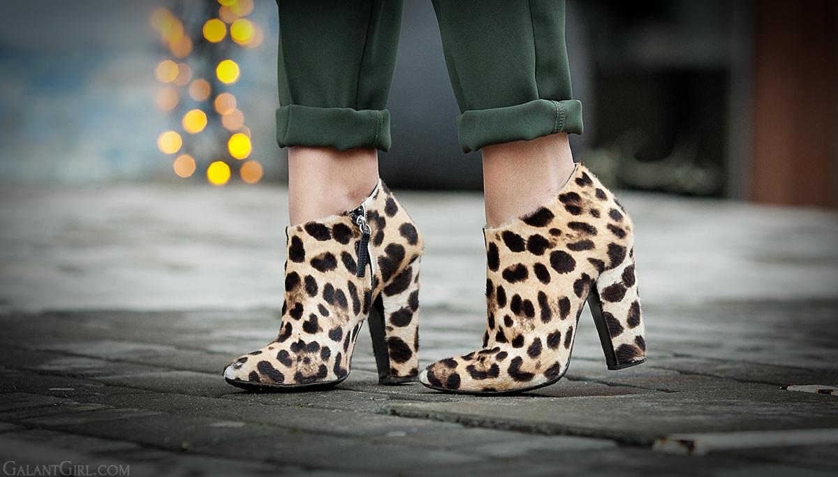 leopard print booties,