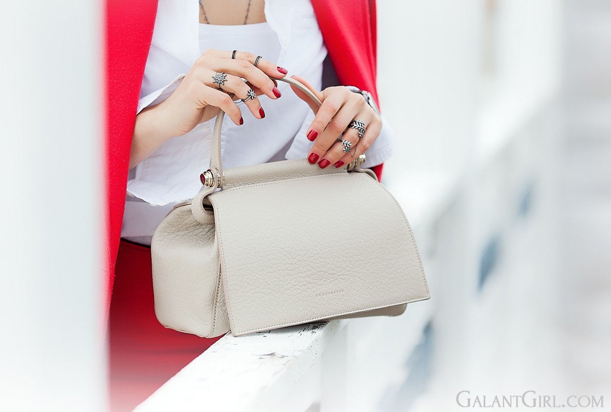 coccinelle bag in beige,