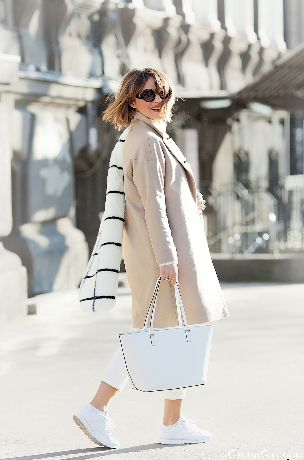 faux fur scarf Asos, coco and breezy sunnies, galant girl