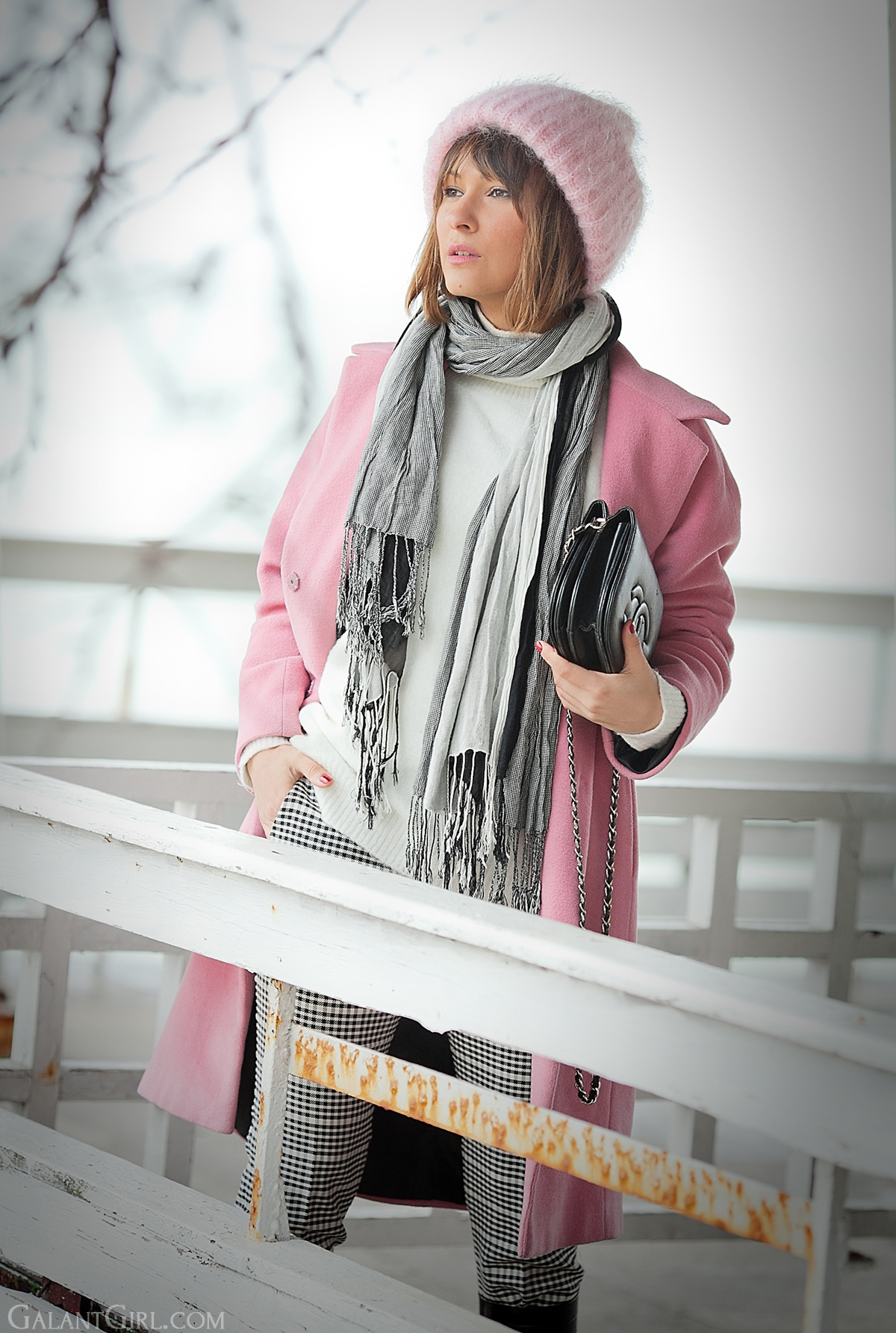 pink beanie, pink coat, galant girl, winter outfit, checked trousers,