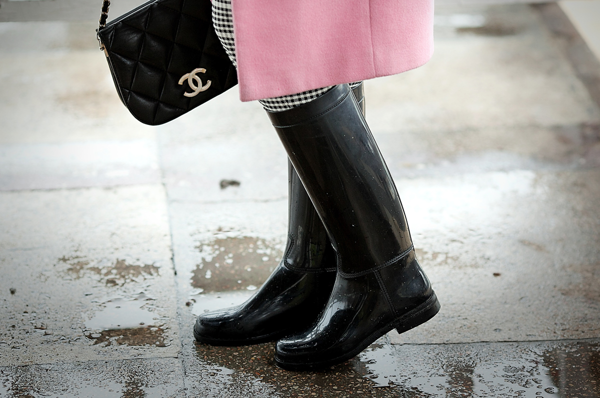 rainy boots, chanel vintage bag,