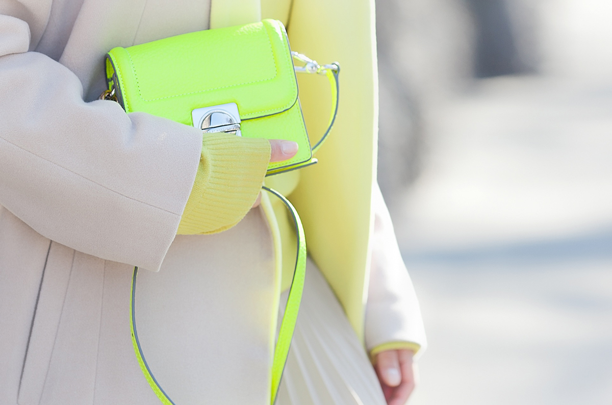 marc by marc jacobs neon jax bag on Galantgirl.com