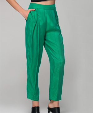 Peg trousers with high waist