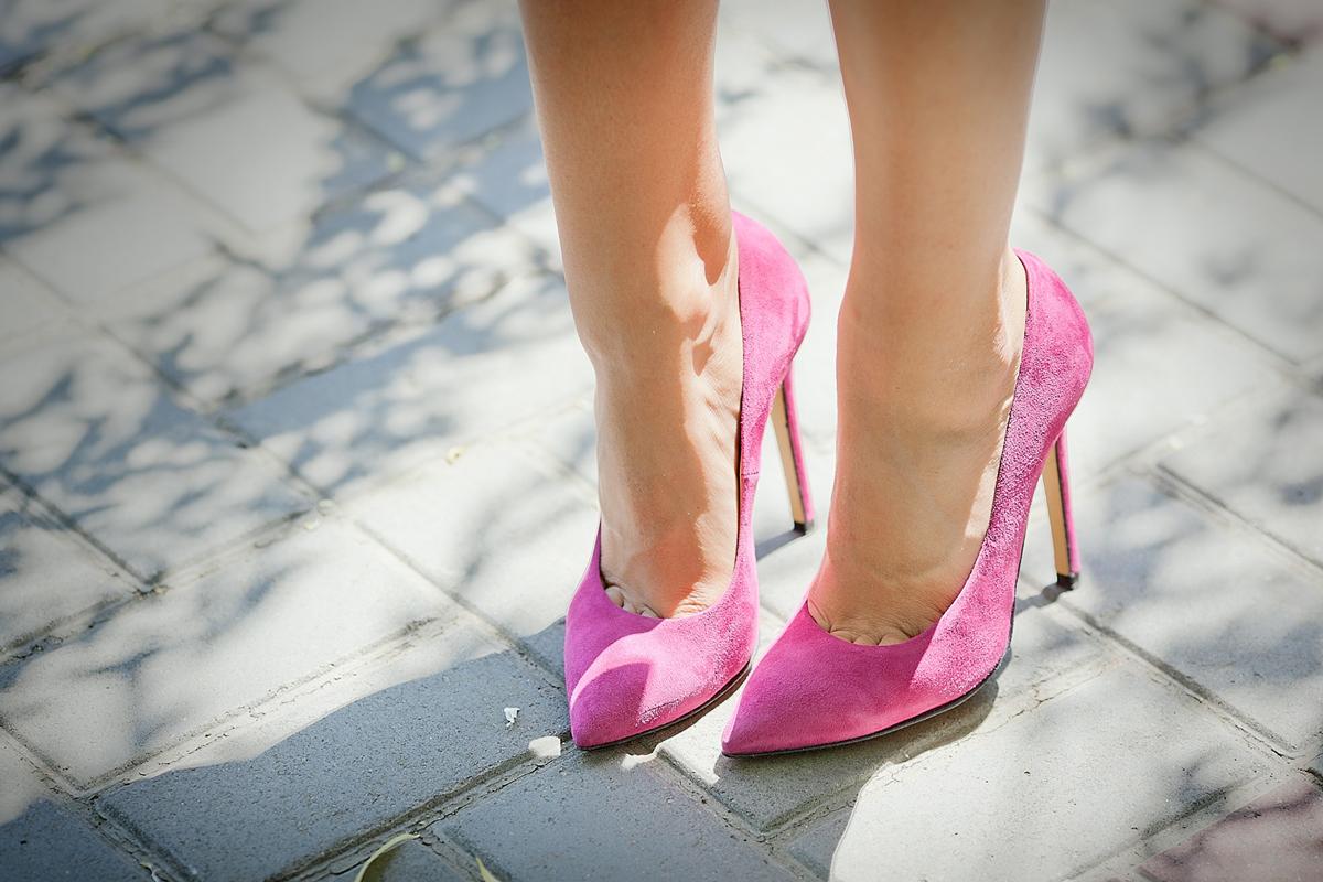 pink suede pumps on GalantGirl.com