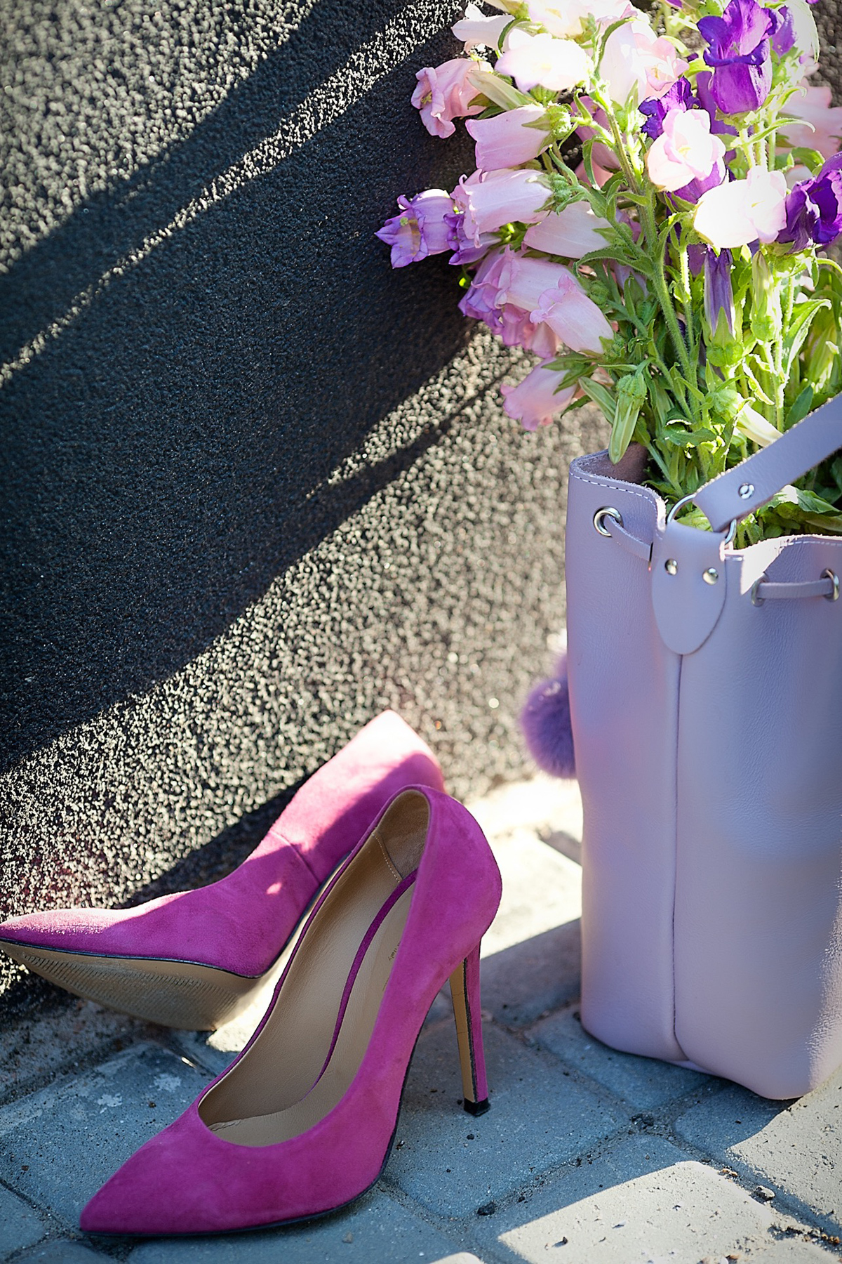 fuchsia-pumps-lilac-grafea-bucket-bag
