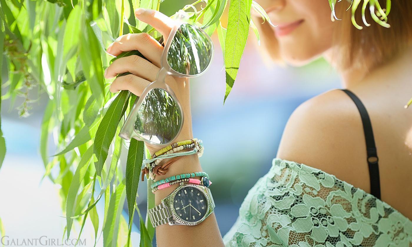 komono-silver-mirrored-sunglasses-mint-lace-dress-outfit-komono-silver-mirrored-sunglasses-j-crew-statement-earrings-komono-silver-sunglasses-and-lace-dress-outfit-on-galant-girl-fashion-street-style-blogger-runet