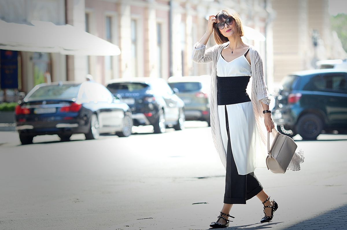 neutral layering on GalantGirl.com|coccinelle bag|culottes outfit|valentino rockstud flats outfit|street style blogger|culottes outfit|