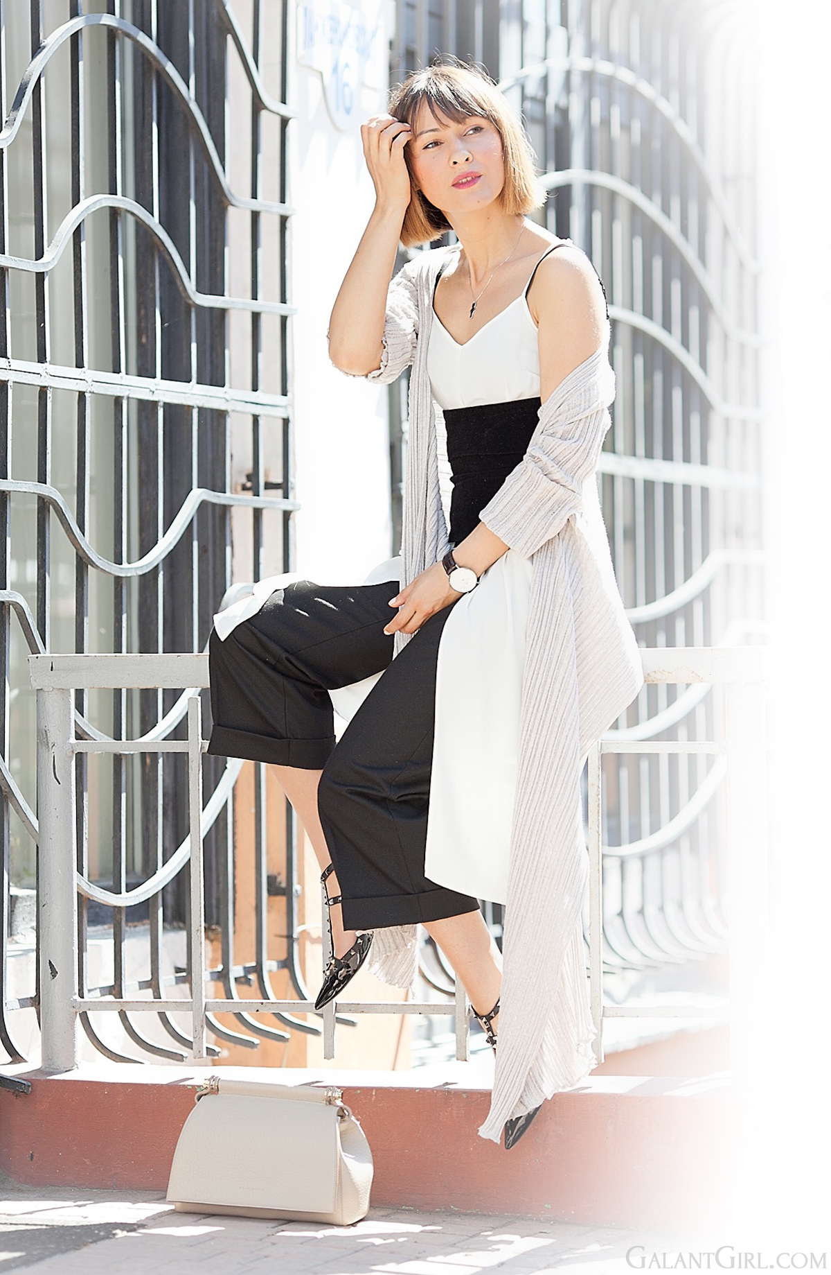 neutral layering on GalantGirl.com| street style blogger|culottes outfit|