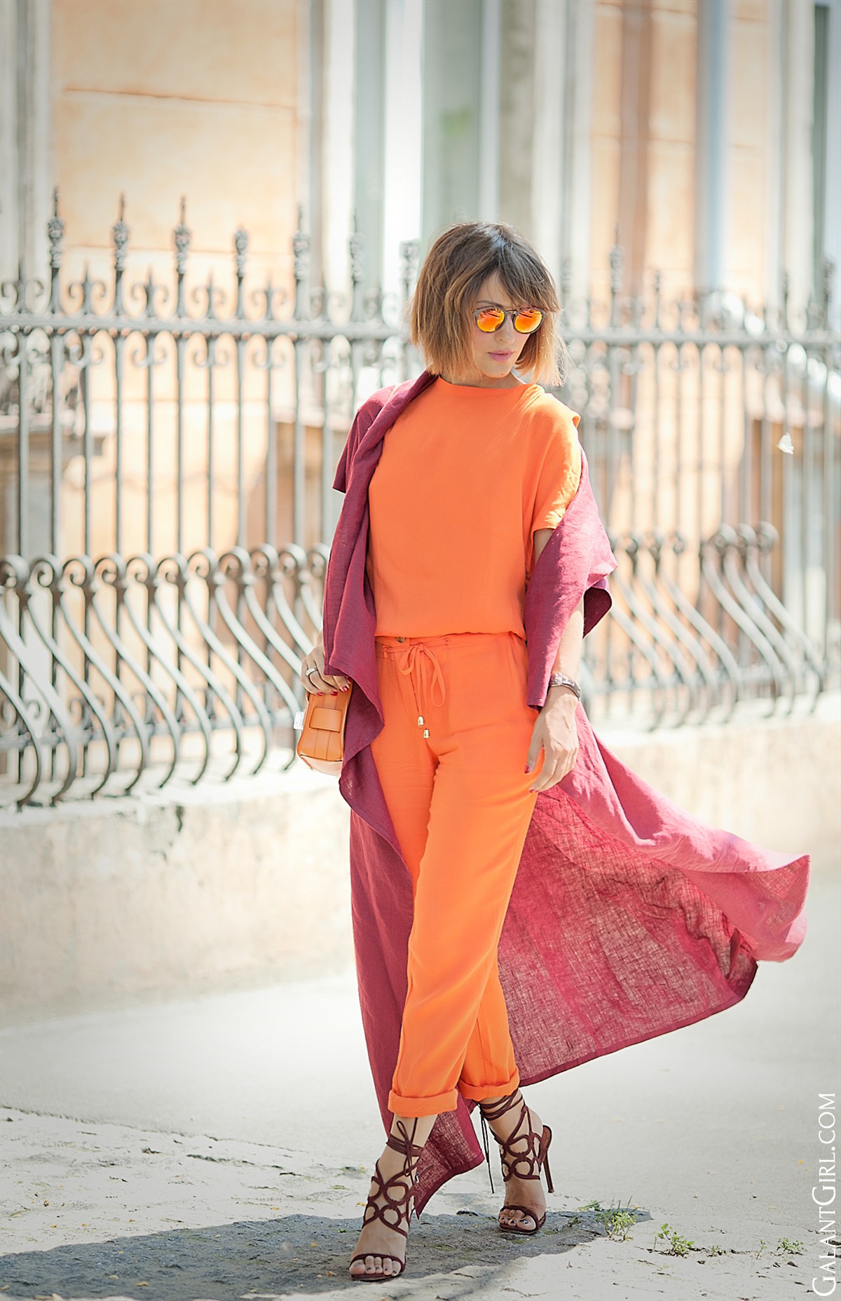 bold-street-style-outfit-in-orange-and-burgundy-colors