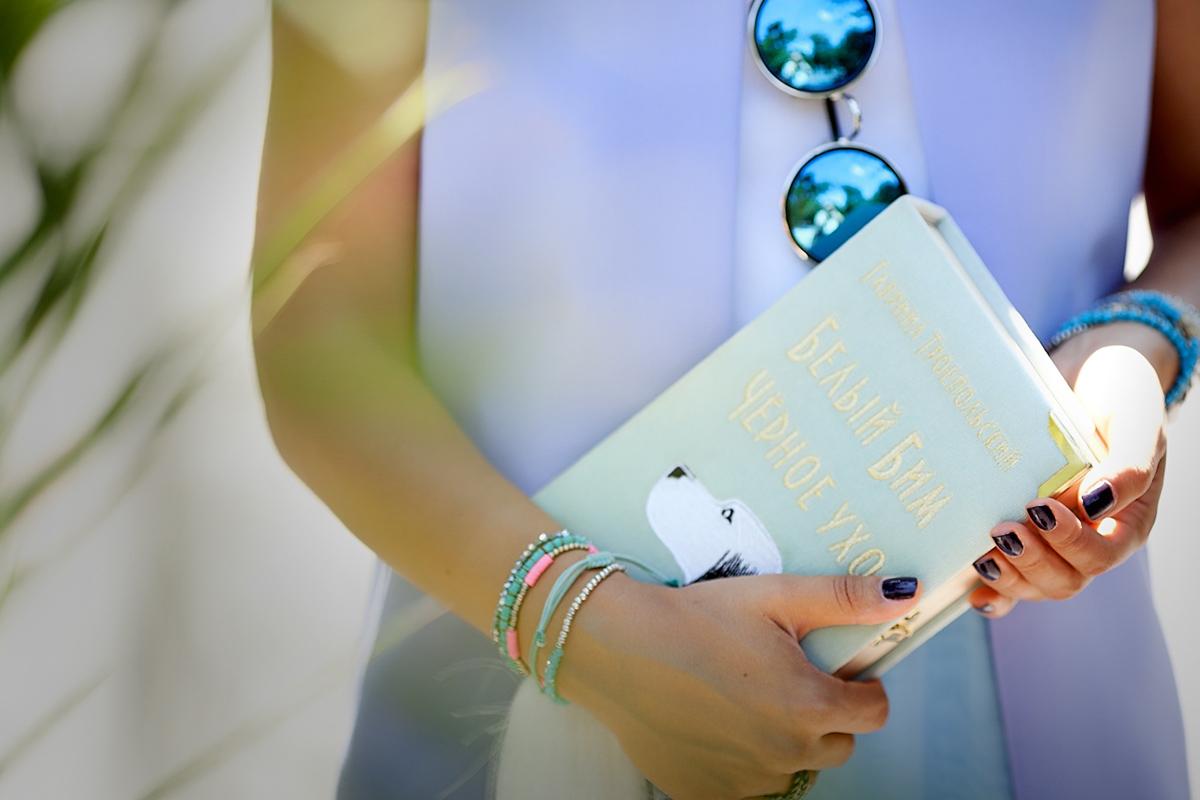 book-clutch