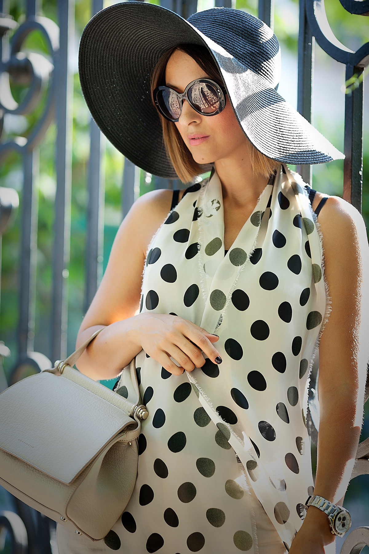 floppy-hat-outfit-galant-girl