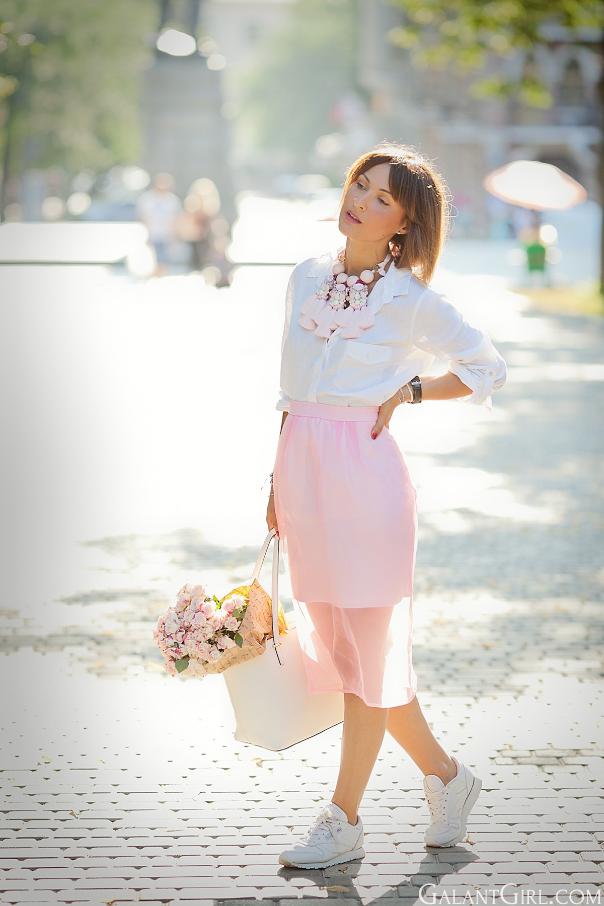 skirt-and-sneakers-outfit-in-pink-shades-galantgirl