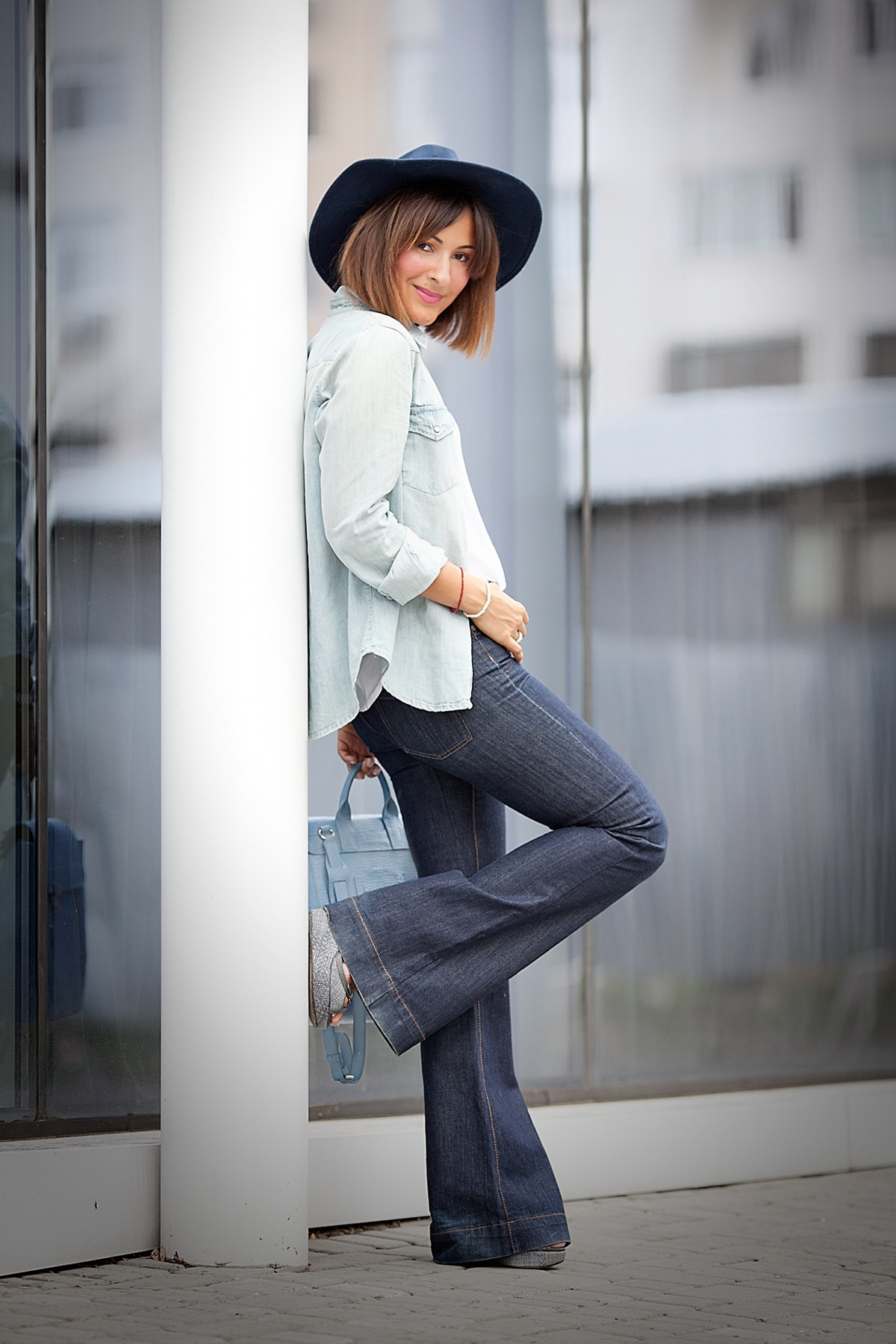 flare-jeans-outfit-in-70s-styling-fashion-blogger-galant-girl
