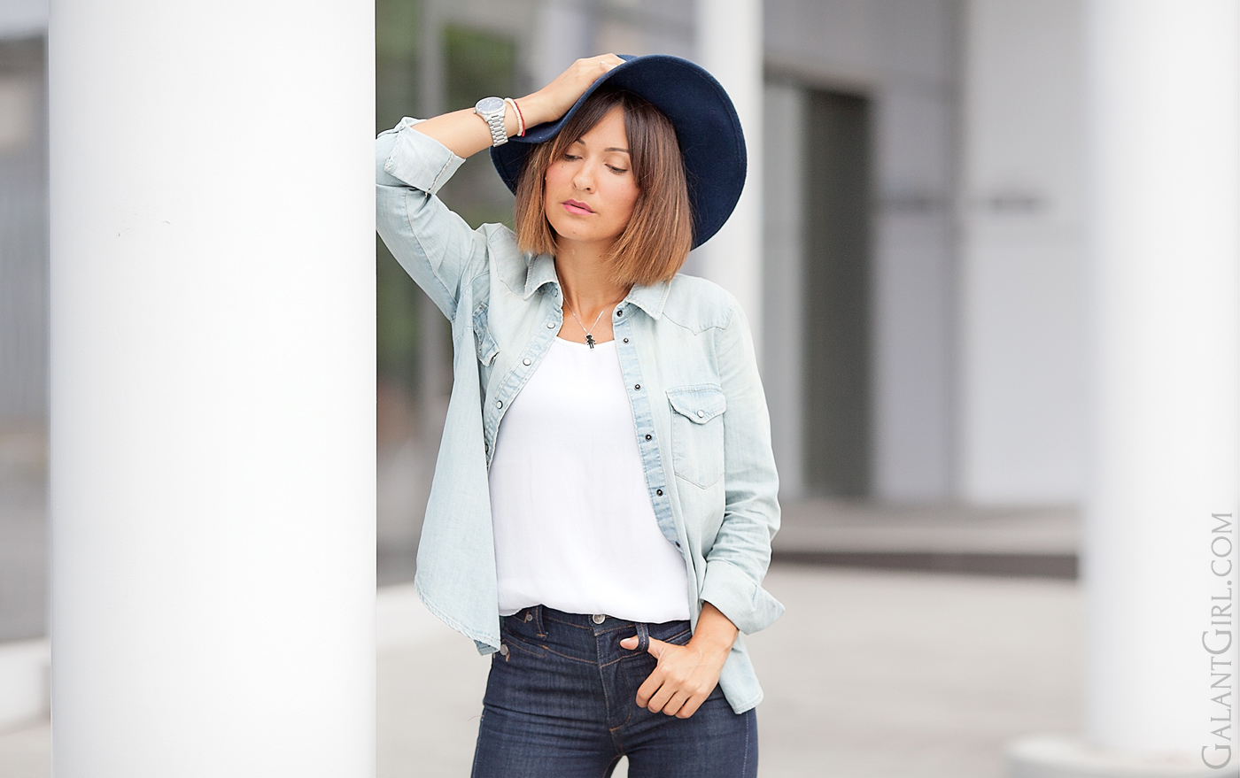 floppy-hat-denim-outfit-fashion-blogger-galant-girl