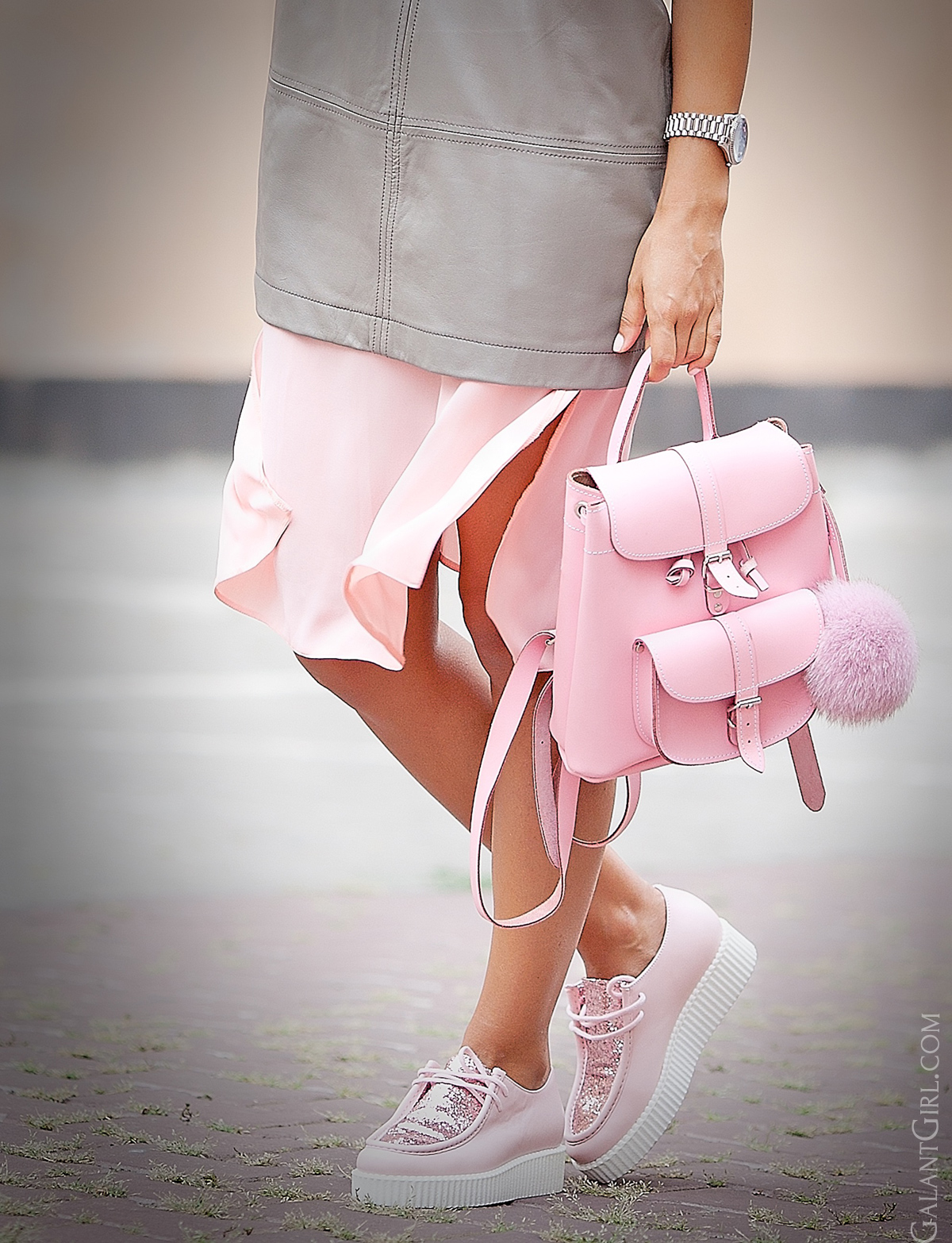 pink-and-grey-details-for-fashion-blog-galant-girl