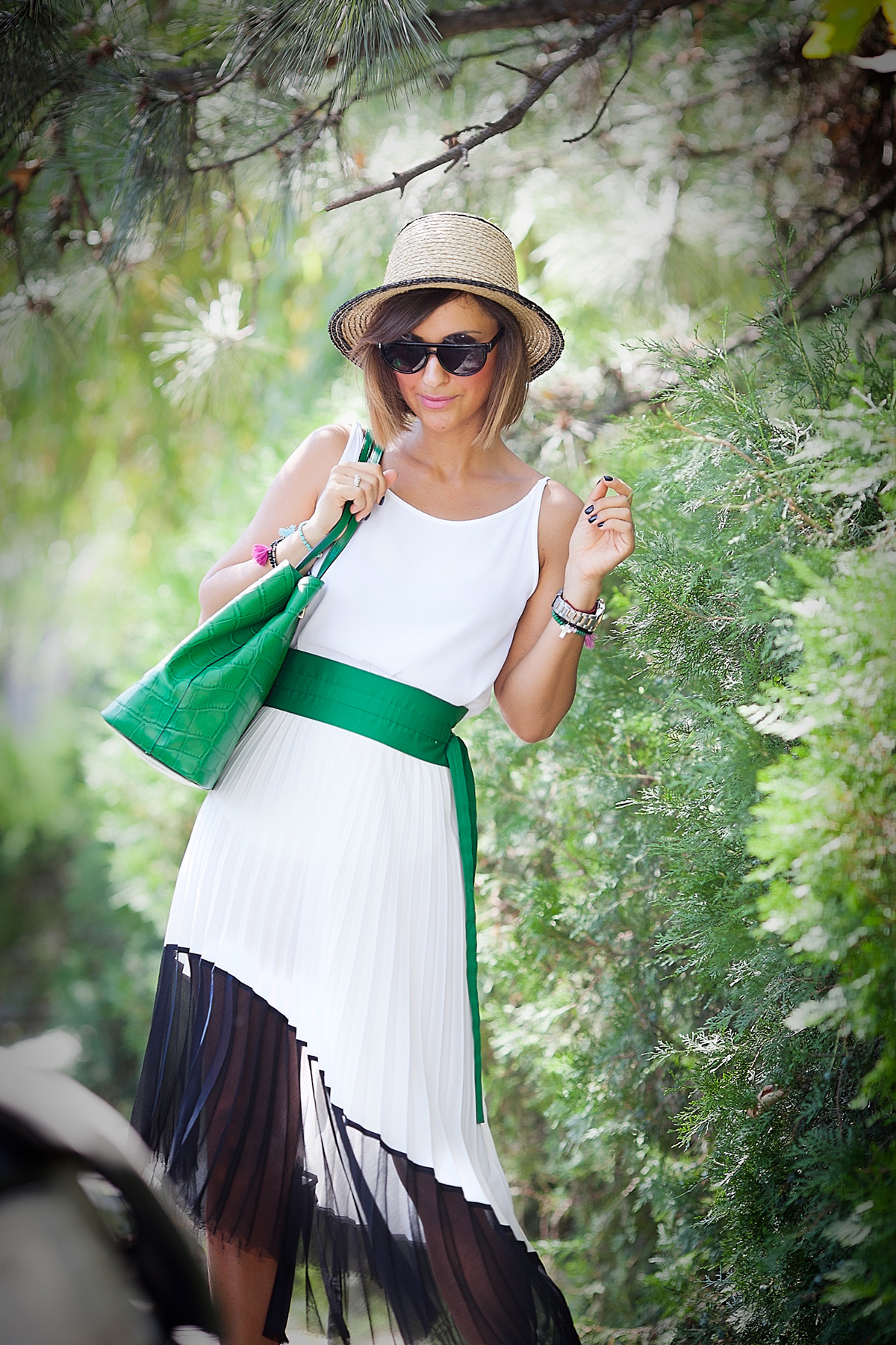 pleated-skirt-for-perfect-summer-outfit-by-fashion-blogger-ellena-galant