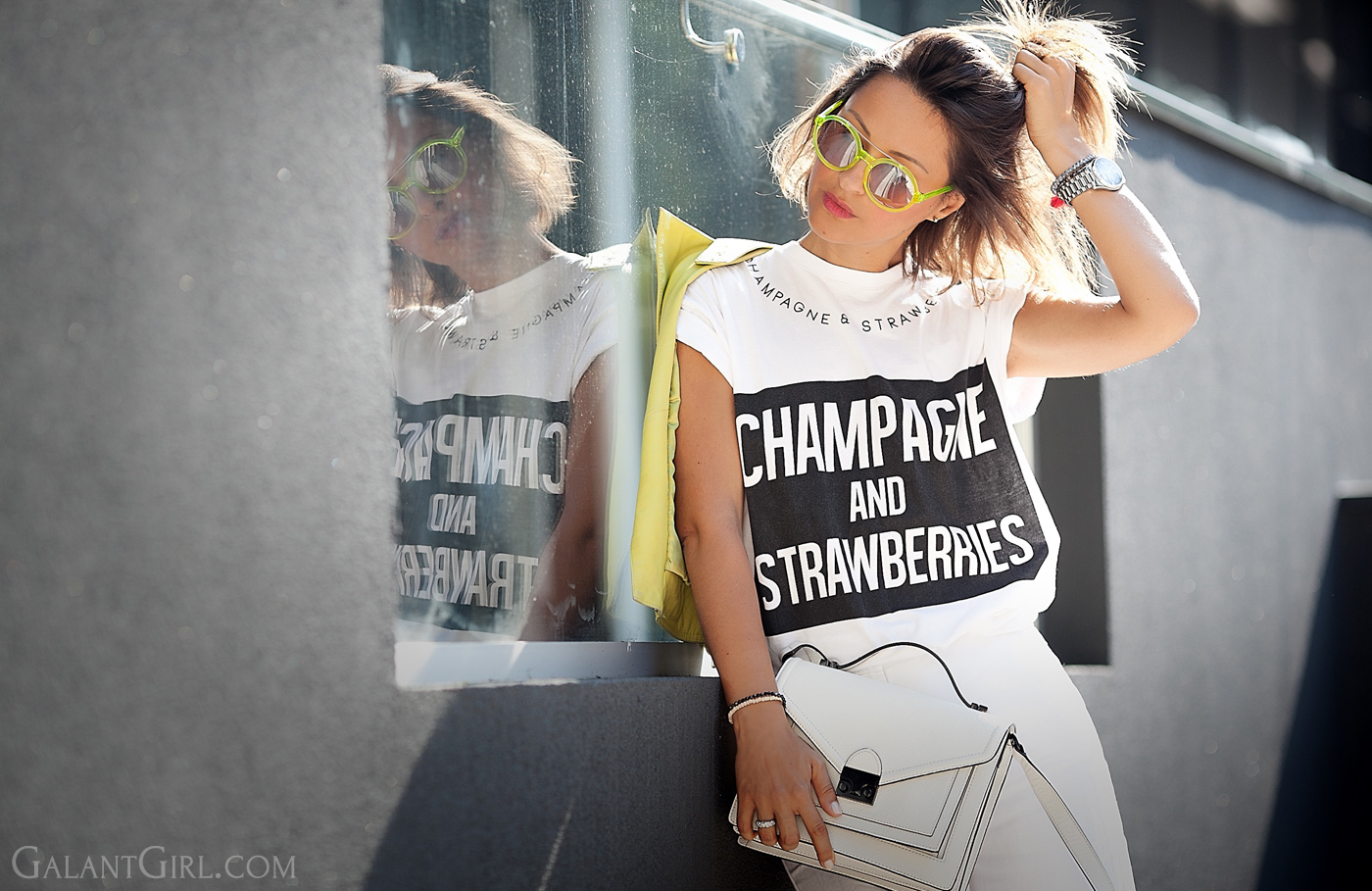 river-island-t-shirt-with-anderne-sunglasses