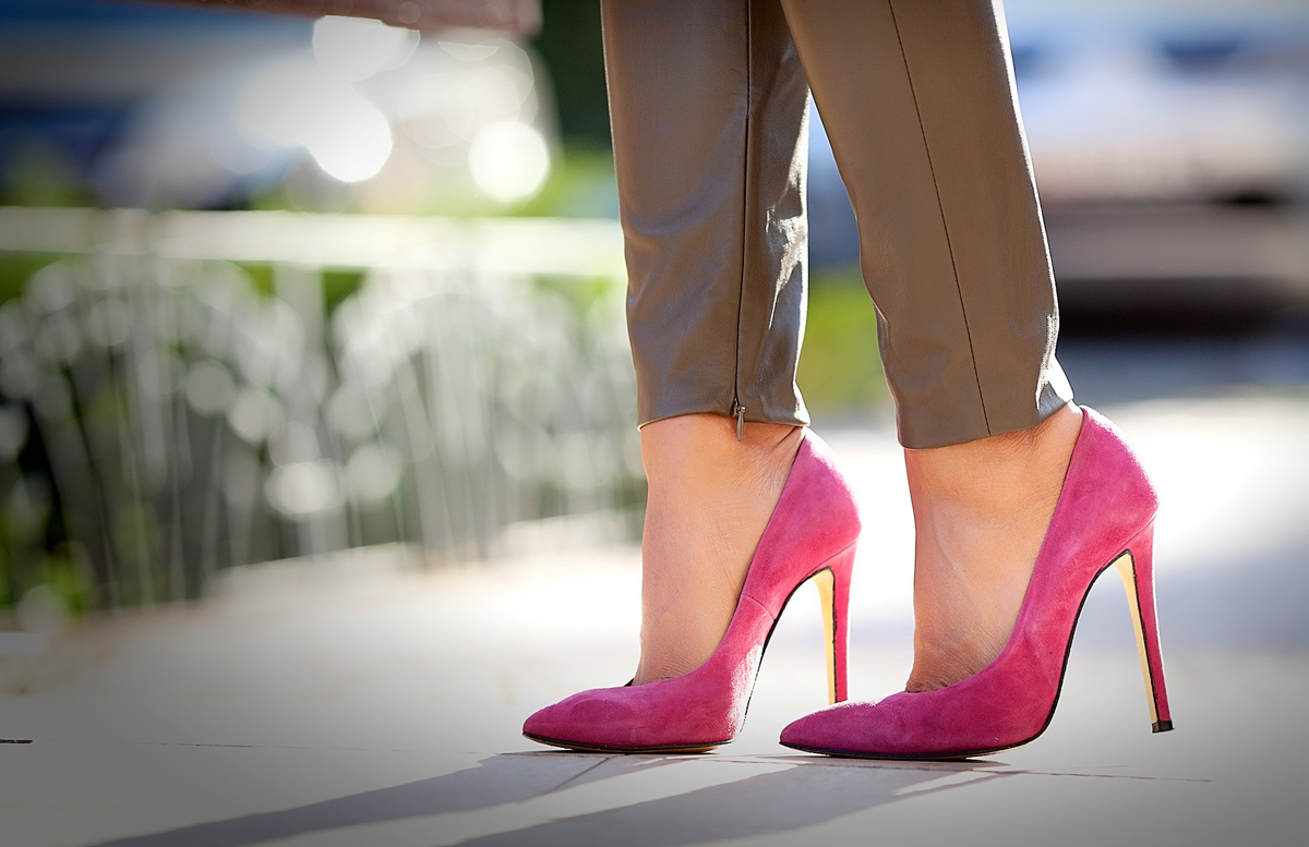 fuchsia+suede+pumps