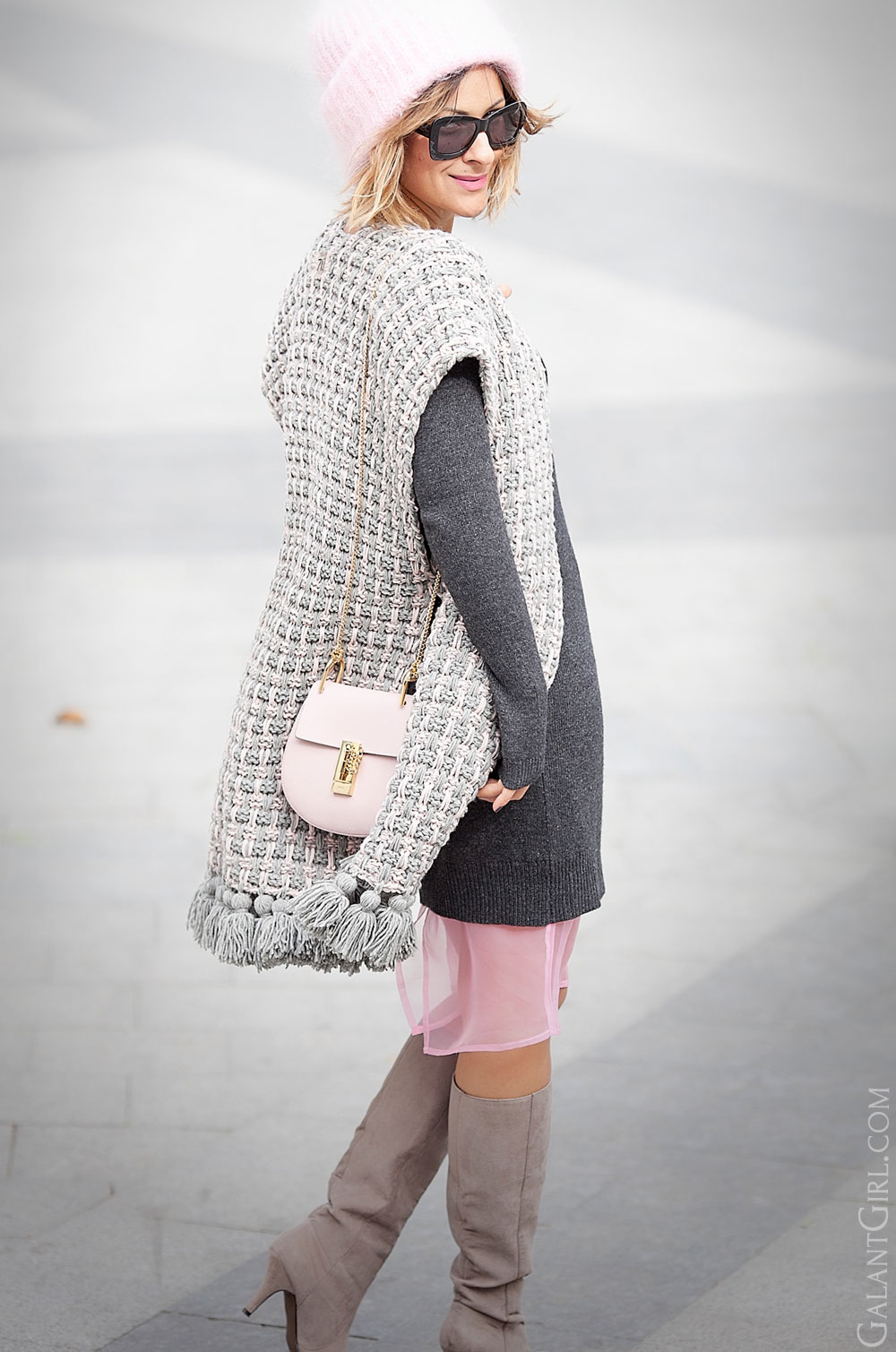 chlow+drew+in+cement-pink+outfit-with+knit+poncho
