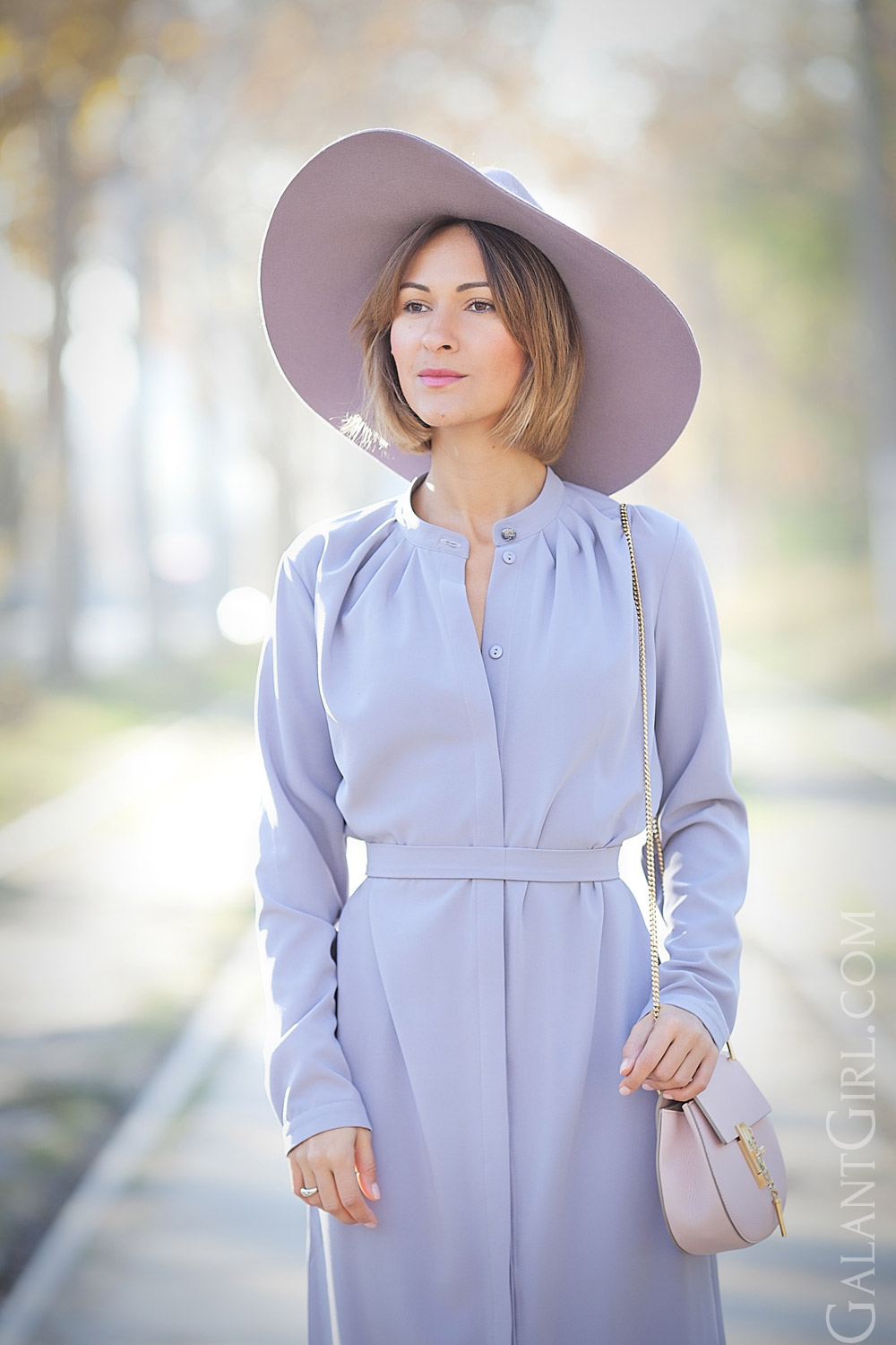lilac-dress-in-70s-style