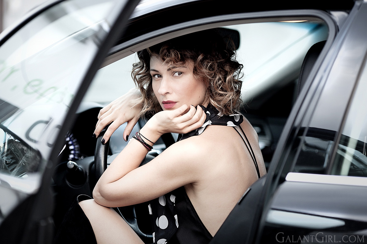 fashion-blogger-ellena-galant-girl-for-YSL-opium-lady+in+the+car