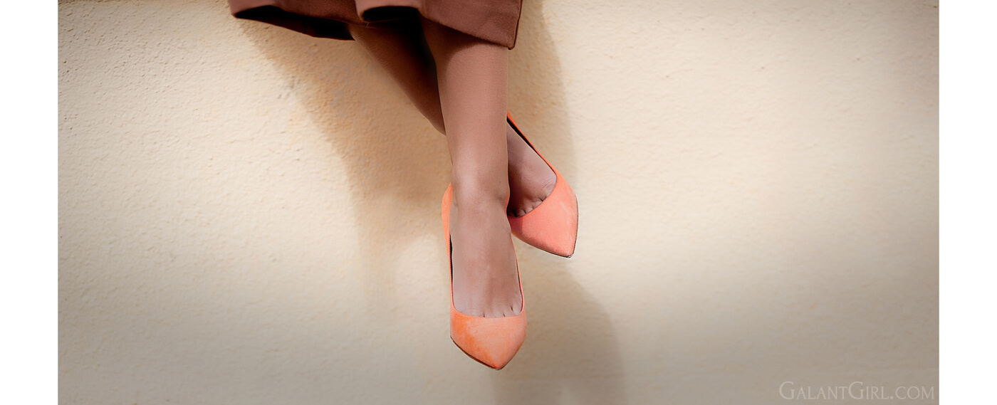 christian-dior-orange-suede-pumps