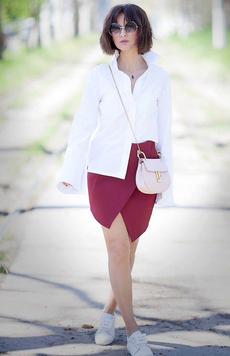 classic-white-shirt-outfit-with-mini-skirt
