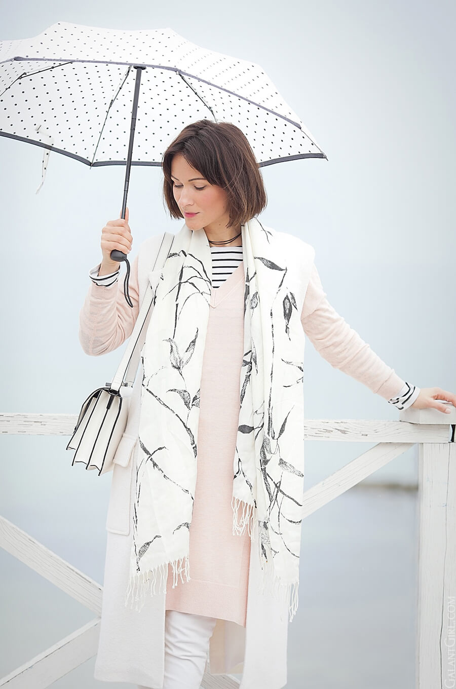 rainy+weather+outfit_umbrella-look_white+colors+outfit