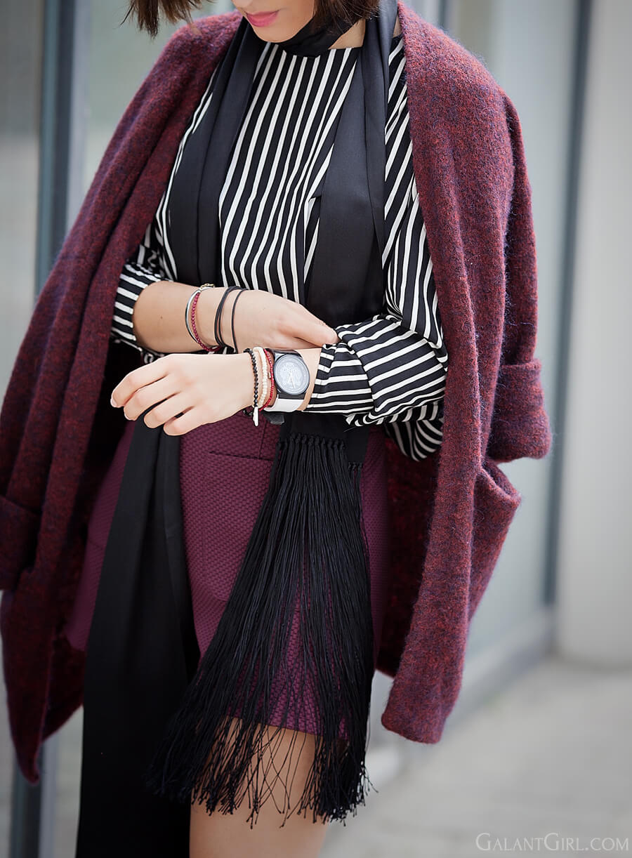 striped-top-outfit-with-handm-burgundy-cardigan