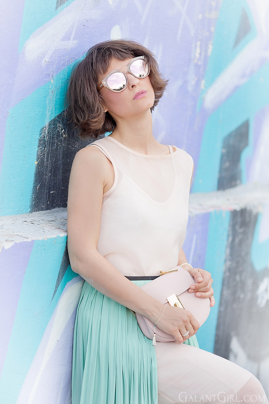 nude-colors-outfit-for-summer_le-specs-sunglasses