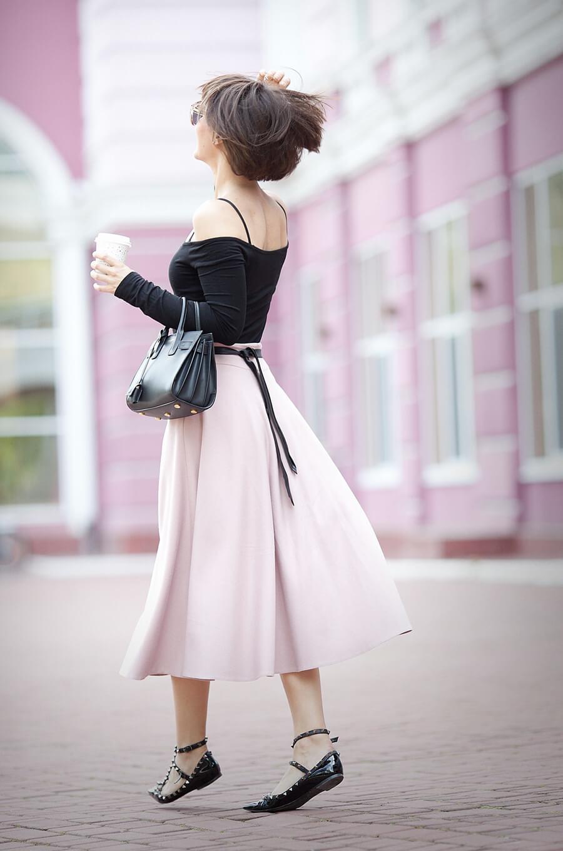 rose-quartz-flare-midi-skirt_spring-outfit-ideas