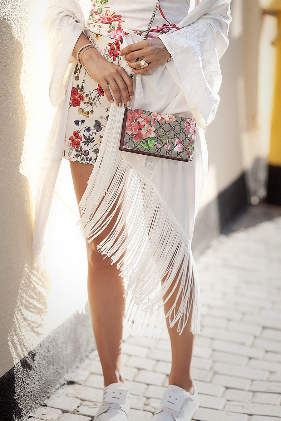 gucci bloom wallet chain, fringed kimono, hot summer days outfit ideas,