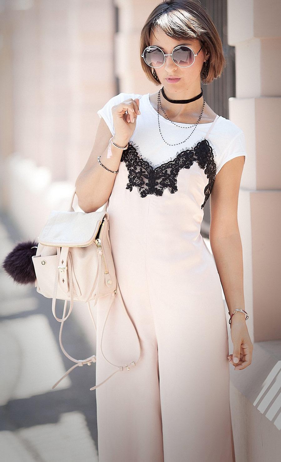 комбинезон в бельевом стиле, бельевой стиль, как носить бельевой стиль, нюдовый цвет в одежде, пудровый цвет в одежде, с чем сочетать пудровый цвет, комбинезон asos,