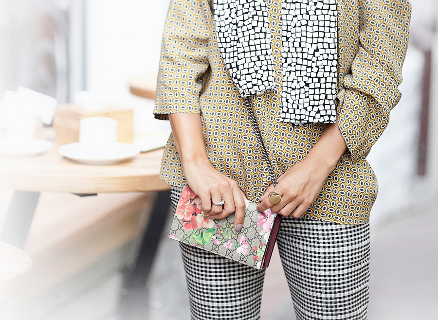 mixing patterns and prints, how to mix abstract prints like a pro,