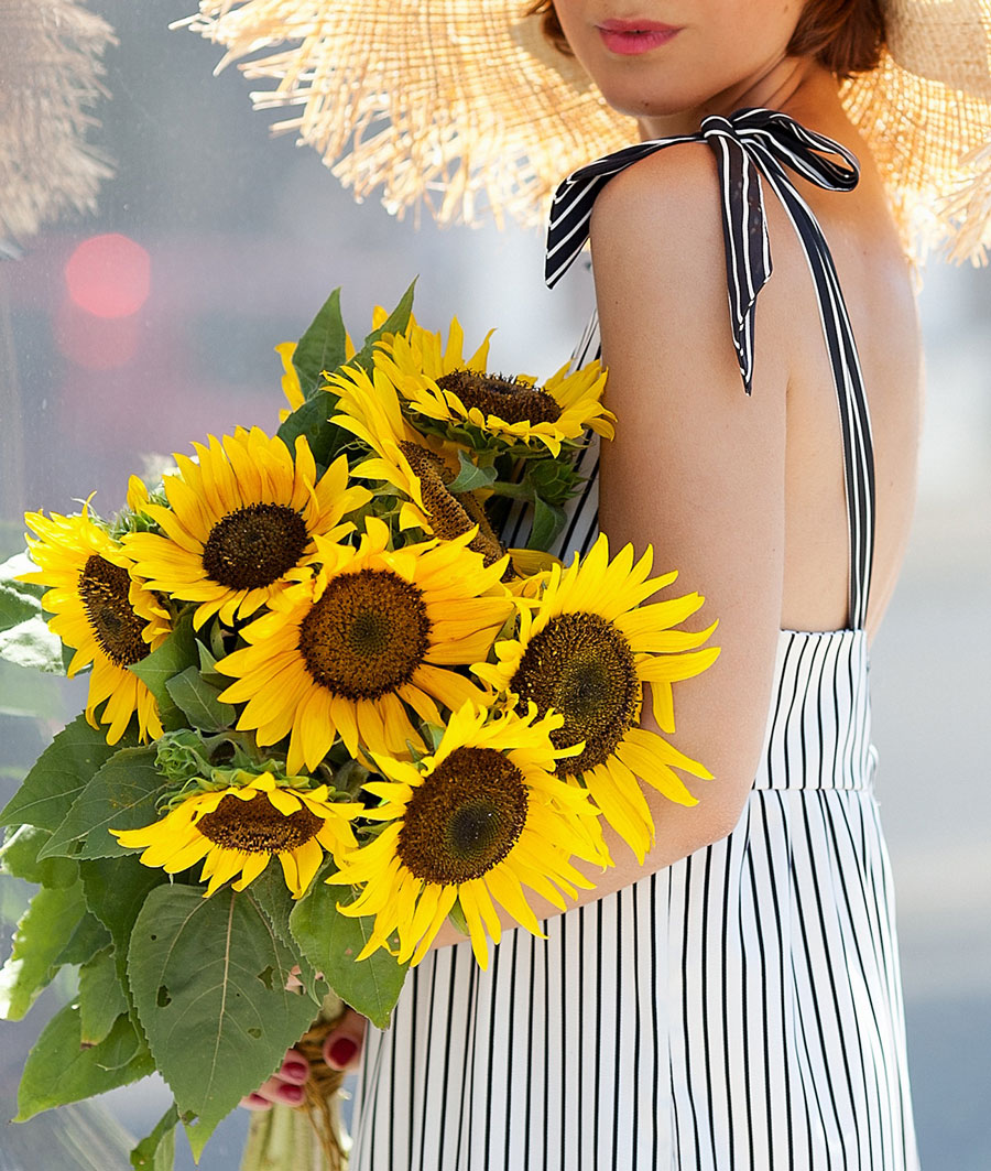 подсолнухи, летние цветы, полосатое платье, бантики на платьях,