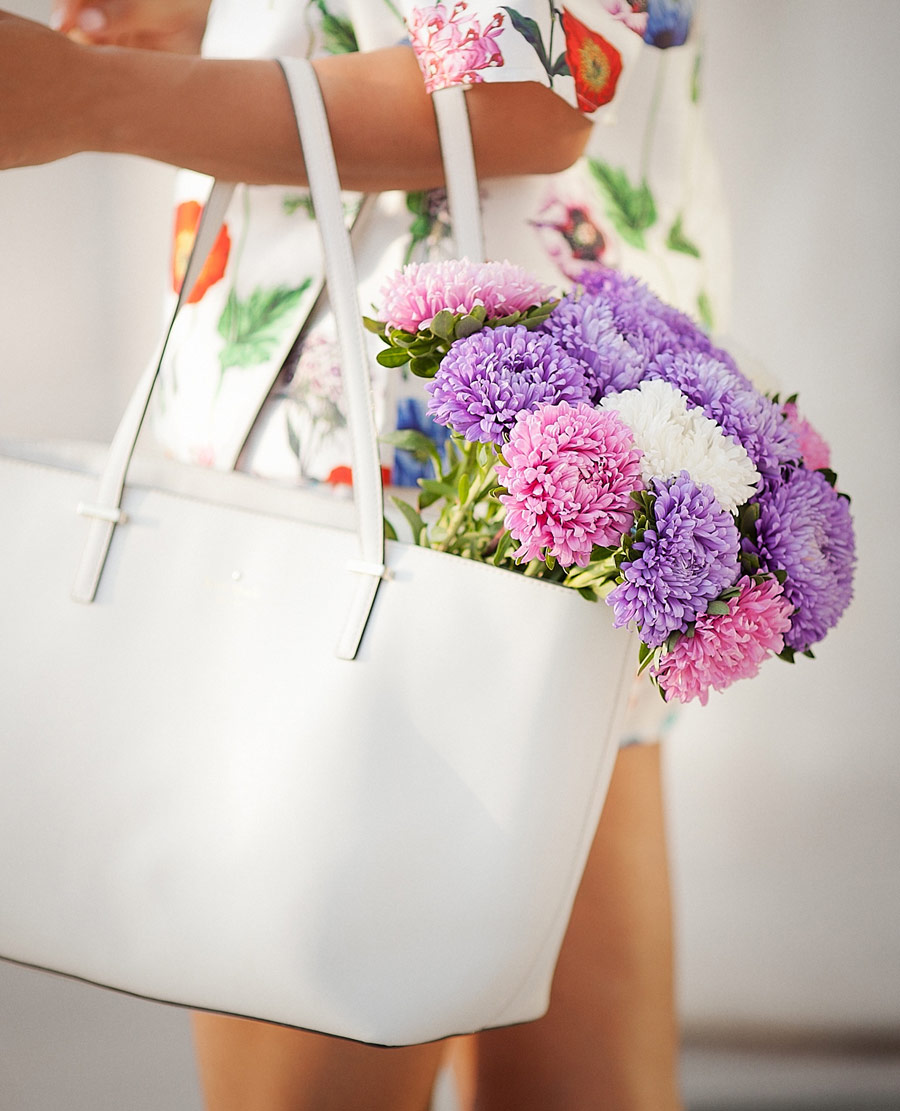 kate spade, flowers in fashion blogs, white tote bag,