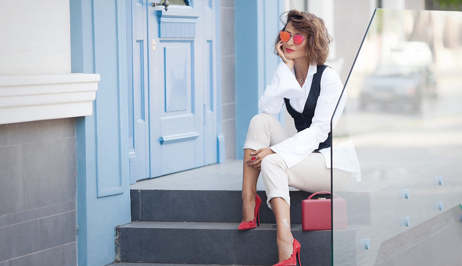 office dress code, what to wear for office, white shirt outfit ideas, red pumps outfit,