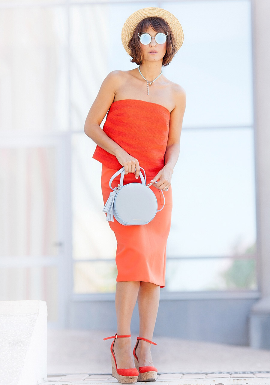 coral red dress, coral red summer dress outfit, summer street style ideas, blue round leather bag, ellena galant girl,