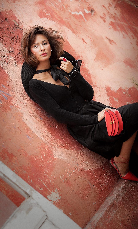 total black, feminine total black outfit,