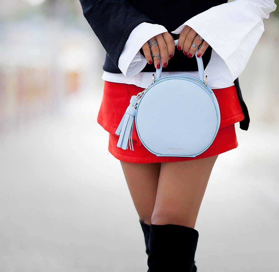 circle bag, retro bag, blue retro bag, red mini skirt, street styles for fall,