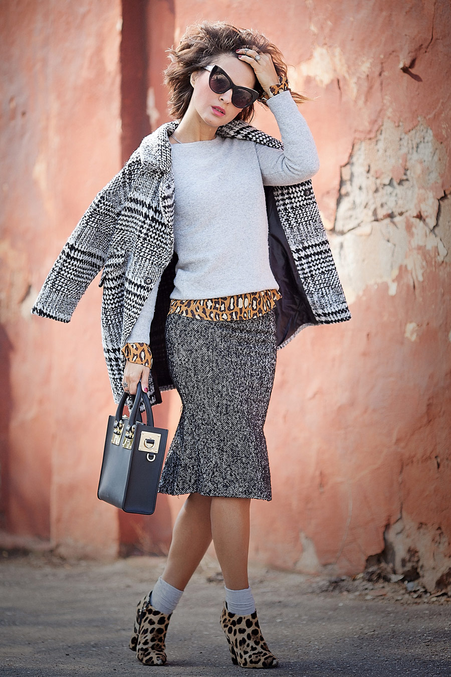 lady like outfit, mixing prints, street style fall outfits, tweed pencil skirt, leopard print outfit, sophie hulme bag,